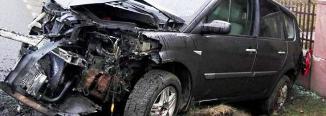 Stracił panowanie nad pojazdem i wjechał w ogrodzenie. Był pijany! ZDJĘCIA - Serwis informacyjny z Wodzisławia Śląskiego - naszwodzislaw.com