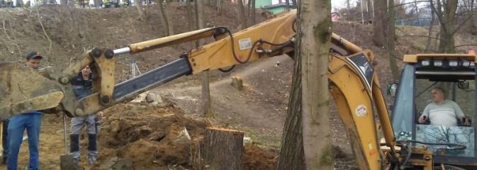 Ruszyły prace przy budowie schodów terenowych łączących park z GOKiR w Mszanie - Serwis informacyjny z Wodzisławia Śląskiego - naszwodzislaw.com