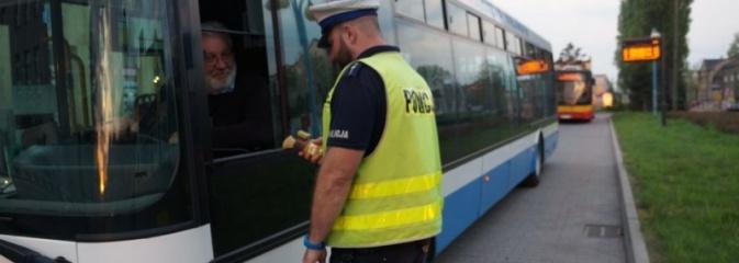 Policjanci wyznaczyli stałe punkty kontroli autokarów - Serwis informacyjny z Wodzisławia Śląskiego - naszwodzislaw.com
