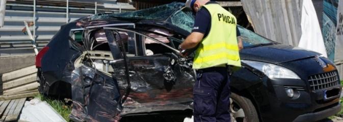 Kierowca tira zlekceważył znak i staranował osobówkę  - Serwis informacyjny z Wodzisławia Śląskiego - naszwodzislaw.com