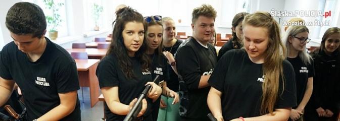 Młodzi adepci przyjrzeli się z bliska policyjnej służbie - Serwis informacyjny z Wodzisławia Śląskiego - naszwodzislaw.com