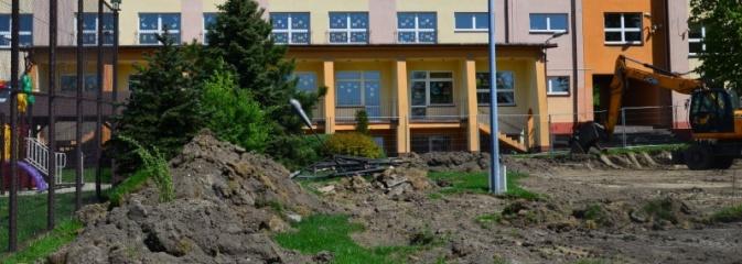 Trwają prace na trzech obiektach sportowych przy szkołach w Gorzycach, Rogowie i Turzy Śląskiej - Serwis informacyjny z Wodzisławia Śląskiego - naszwodzislaw.com