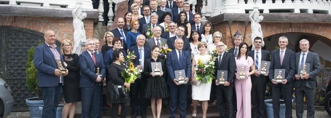 Ciężką pracą doszli do sukcesu. Nagrodzono przedsiębiorstwa z naszego powiatu. ZDJĘCIA  - Serwis informacyjny z Wodzisławia Śląskiego - naszwodzislaw.com