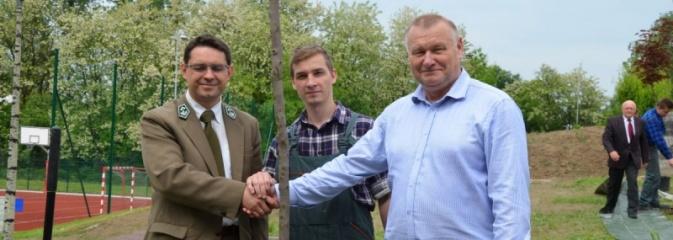 Jubileuszowy konkurs ekologiczny rozstrzygnięty. Posadzono również nowe drzewa  - Serwis informacyjny z Wodzisławia Śląskiego - naszwodzislaw.com