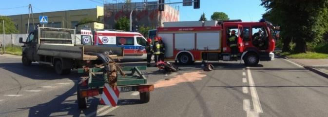 Nie ustąpił pierwszeństwa motorowerzyście. Poszkodowany w szpitalu. Wracamy do wypadku w Radlinie  - Serwis informacyjny z Wodzisławia Śląskiego - naszwodzislaw.com
