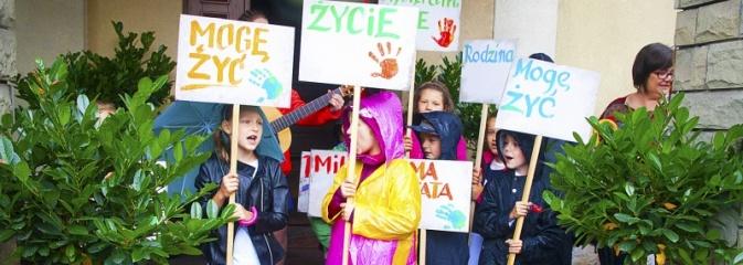 Polska rodziną silna! Marsz dla Życia i Rodziny przeszedł ulicami Wodzisławia  - Serwis informacyjny z Wodzisławia Śląskiego - naszwodzislaw.com