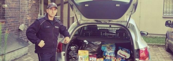 Dzielnicowi z Radlina zorganizowali zbiórkę karmy dla bezdomnych zwierząt - Serwis informacyjny z Wodzisławia Śląskiego - naszwodzislaw.com