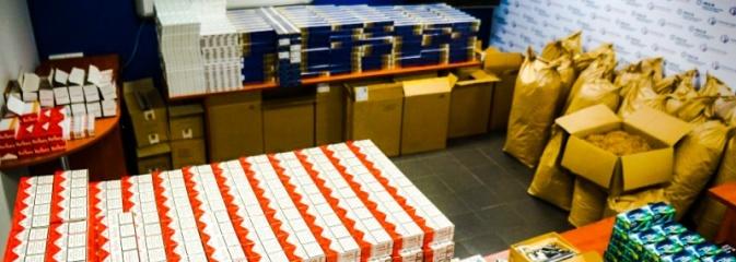 Wodzisławska drogówka tym razem namierzyła... 20 tysięcy papierosów FOTO i WIDEO - Serwis informacyjny z Wodzisławia Śląskiego - naszwodzislaw.com
