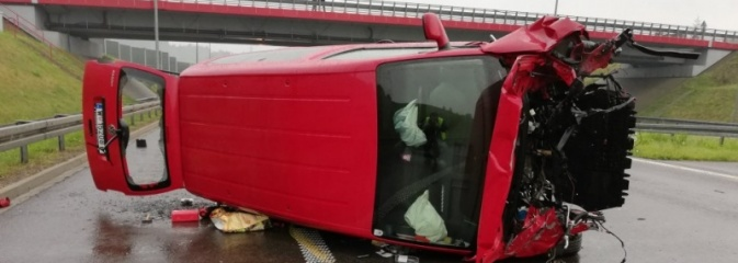 Mogło skończyć się tragicznie... To cud, że kierowca i pasażer wyszli cało z wypadku na autostradzie A1! - Serwis informacyjny z Wodzisławia Śląskiego - naszwodzislaw.com