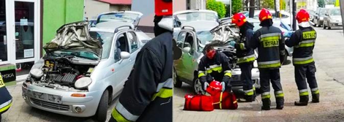 Osobowy matiz zderzył się z ciężarówką w Rydułtowach. Jeden z kierowców z urazem głowy trafił do szpitala - Serwis informacyjny z Wodzisławia Śląskiego - naszwodzislaw.com