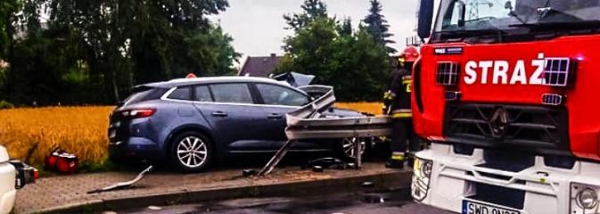 Nowe ustalenia w sprawie wypadku w Radlinie. Kierowca renault wjechał w barierki na skutek ataku epilepsji! - Serwis informacyjny z Wodzisławia Śląskiego - naszwodzislaw.com