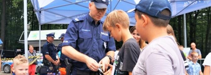 Policjanci spotkali się z dziećmi w ramach akcji Kręci mnie bezpieczeństwo nad wodą - Serwis informacyjny z Wodzisławia Śląskiego - naszwodzislaw.com