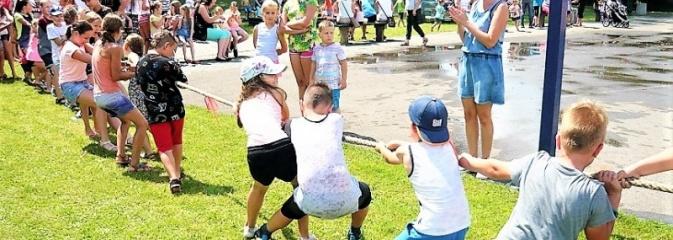 Festyn dla dzieci przy Ośrodku Kultury w Gogołowej - Serwis informacyjny z Wodzisławia Śląskiego - naszwodzislaw.com