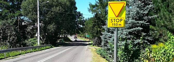 Wycięli krzewy i postawili znak. Czy to poprawi bezpieczeństwo na skrzyżowaniu w Połomi? - Serwis informacyjny z Wodzisławia Śląskiego - naszwodzislaw.com