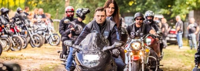 Parada ulicami miasta w ramach zlotu motocyklowego w Pszowie - Serwis informacyjny z Wodzisławia Śląskiego - naszwodzislaw.com