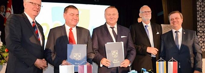 20 lat za nami. Uroczysta sesja Rady Powiatu Wodzisławskiego - Serwis informacyjny z Wodzisławia Śląskiego - naszwodzislaw.com