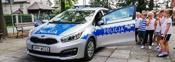 Policjanci z drogówki edukują dzieci w szkołach - Serwis informacyjny z Wodzisławia Śląskiego - naszwodzislaw.com