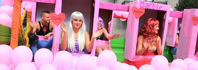 Szejki z Dubaju, bukowski Batman oraz Barbie i Ken, czyli pomysłowy korowód dożynkowy w Lubomi - Serwis informacyjny z Wodzisławia Śląskiego - naszwodzislaw.com