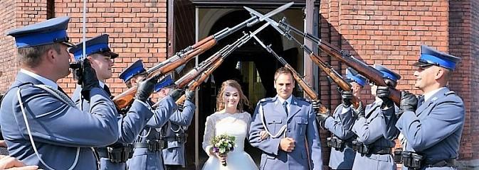 Policyjny ślub w Lubomi z kompanią honorową - Serwis informacyjny z Wodzisławia Śląskiego - naszwodzislaw.com