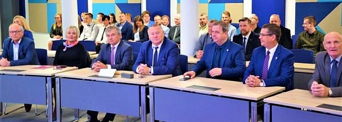 XXI wiek wkroczył do Powiatowego Centrum Konferencyjnego - Serwis informacyjny z Wodzisławia Śląskiego - naszwodzislaw.com