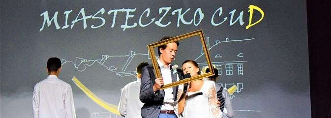 Niech grają na bis, chociaż żal. Okolicznościowy spektakl na 70-lecie I LO - Serwis informacyjny z Wodzisławia Śląskiego - naszwodzislaw.com
