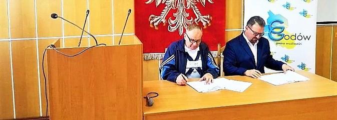 Umowy na termomodernizację budynku OSP oraz dawnego przedszkola w Godowie podpisane - Serwis informacyjny z Wodzisławia Śląskiego - naszwodzislaw.com