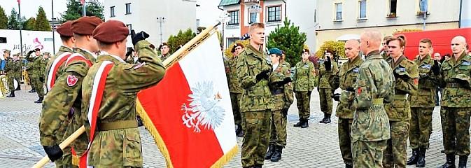 Uczniowie klasy mundurowej ślubowali na rydułtowskim rynku - Serwis informacyjny z Wodzisławia Śląskiego - naszwodzislaw.com