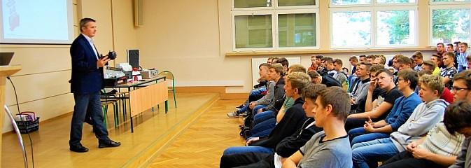 Debata o przemyśle elektrotechnicznym w wodzisławskim CKZiU - Serwis informacyjny z Wodzisławia Śląskiego - naszwodzislaw.com
