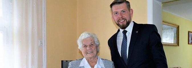 Prezydent Kieca odwiedził dziewięćdziesięciolatkę z Wodzisławia Śląskiego - Serwis informacyjny z Wodzisławia Śląskiego - naszwodzislaw.com
