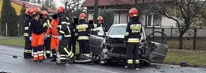 Czołowe zderzenie na Wodzisławskiej w Mszanie. Trzy osoby trafiły do szpitala - Serwis informacyjny z Wodzisławia Śląskiego - naszwodzislaw.com