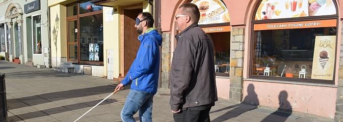 Trzeba dbać o potrzeby niewidomych. Happening na wodzisławskim rynku - Serwis informacyjny z Wodzisławia Śląskiego - naszwodzislaw.com