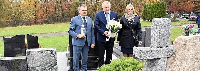 Zarząd powiatu uczcił pamięć zmarłych samorządowców - Serwis informacyjny z Wodzisławia Śląskiego - naszwodzislaw.com