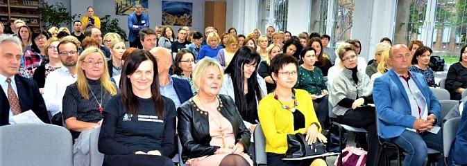 Dyskutowali o pokoleniu Z i przemianach demograficznych - Serwis informacyjny z Wodzisławia Śląskiego - naszwodzislaw.com