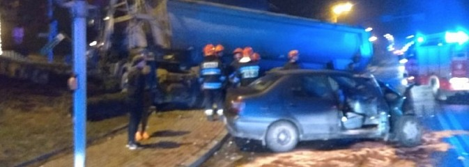 Osobówka zderzyła się z ciężarówką w Radlinie - Serwis informacyjny z Wodzisławia Śląskiego - naszwodzislaw.com
