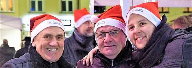Kilkaset osób obchodziło wigilię na wodzisławskim rynku - Serwis informacyjny z Wodzisławia Śląskiego - naszwodzislaw.com