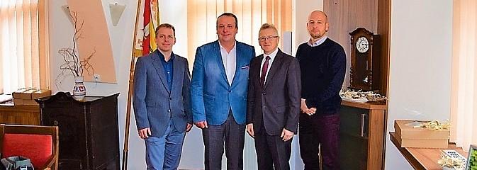 Z opłatkiem i świątecznymi życzeniami pojechali do gmin partnerskich w Czechach - Serwis informacyjny z Wodzisławia Śląskiego - naszwodzislaw.com