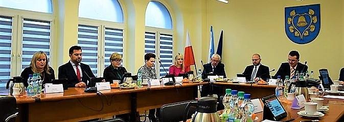Po sesji Rady Gminy. Budżet na 2019 i stypendia dla najzdolniejszych studentów - Serwis informacyjny z Wodzisławia Śląskiego - naszwodzislaw.com
