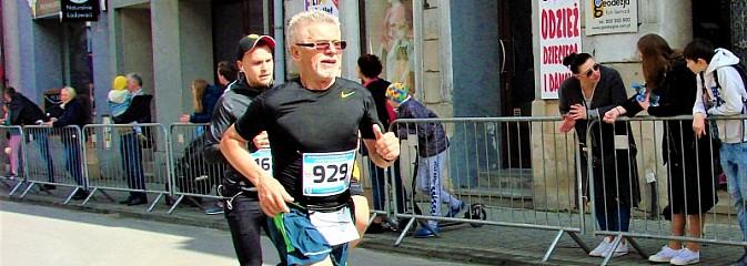 Drugie miejsce zawodnika Relaksu w XX Półmaratonie dookoła Jeziora Żywieckiego - Serwis informacyjny z Wodzisławia Śląskiego - naszwodzislaw.com