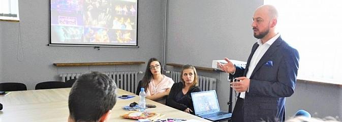 WCK rozpoczyna współpracę z Uniwersytetem Śląskim - Serwis informacyjny z Wodzisławia Śląskiego - naszwodzislaw.com