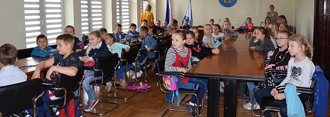 Edukacyjna wizyta uczniów z Połomi w Urzędzie Gminy - Serwis informacyjny z Wodzisławia Śląskiego - naszwodzislaw.com