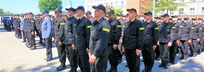 119 nowych policjantów w szeregach Śląskiej Policji [FOTO] - Serwis informacyjny z Wodzisławia Śląskiego - naszwodzislaw.com