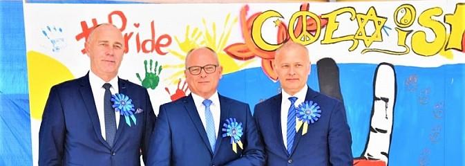 Pamiątkowy mural na piętnastą rocznicę wstąpienia Polski do UE [FOTO i WIDEO] - Serwis informacyjny z Wodzisławia Śląskiego - naszwodzislaw.com