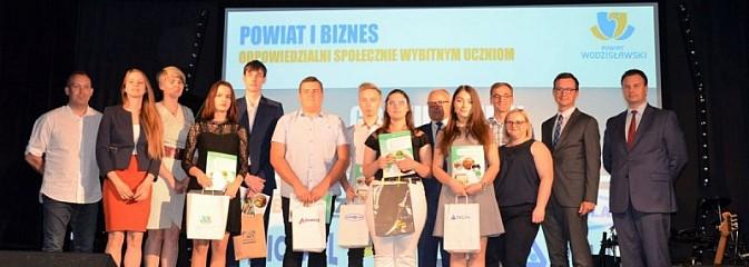 Nagrodzono najlepszych uczniów i podziękowano pracodawcom - Serwis informacyjny z Wodzisławia Śląskiego - naszwodzislaw.com