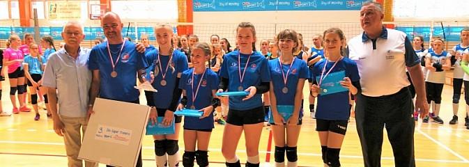 Brązowe medale Mistrzostw Śląska Kinder+ Sport 2019 dla siatkarek Zorzy Wodzisław - Serwis informacyjny z Wodzisławia Śląskiego - naszwodzislaw.com