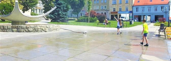 Upały nie odpuszczają. Kurtyny wodne na Rynku i w Rodzinnym Parku Rozrywki - Serwis informacyjny z Wodzisławia Śląskiego - naszwodzislaw.com