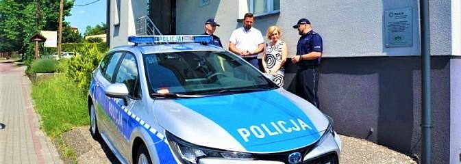 Policjanci z Gorzyc maja nowy radiowóz - Serwis informacyjny z Wodzisławia Śląskiego - naszwodzislaw.com