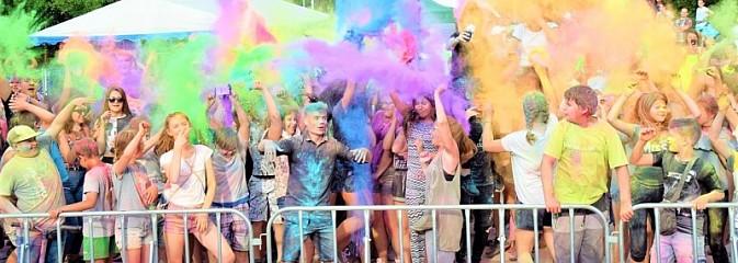 Festiwal kolorów i koncert zespołu Tabu na scenie plenerowej GOKiR w Mszanie [FOTO] - Serwis informacyjny z Wodzisławia Śląskiego - naszwodzislaw.com