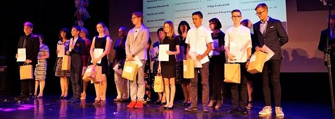 Uczniowie, pedagodzy i przyjaciele szkół nagrodzeni - Serwis informacyjny z Wodzisławia Śląskiego - naszwodzislaw.com