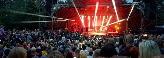 Koncert Sylwii Grzeszczak zgromadził tłumy na Dniach Godowa [FOTO] - Serwis informacyjny z Wodzisławia Śląskiego - naszwodzislaw.com