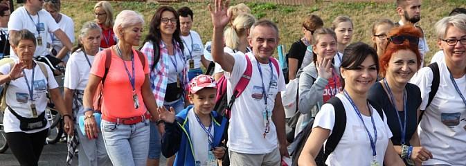 Ruszyła 31. Piesza Pielgrzymka z Lubomi na Jasną Górę - Serwis informacyjny z Wodzisławia Śląskiego - naszwodzislaw.com